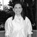 """12. Dezember 2020: Ann Reinking (71 Jahre)  Im Alter von 26 Jahren feiert Ann Reinking mit ihrer Rolle """"Roxie Hart"""" im Musical """"Chicago"""" den Durchbruch, gewinnt später sogar den begehrten Tony Award. Nun ist der Broadway-Star überraschend gestorben. Das bestätigt ihre Schwägerin Dahrla King gegenüber dem US-Medienmagazin """"Variety"""": """"Sie war bei ihrem Bruder in Washington zu Besuch, als sie einschlief und nicht mehr aufwachte."""" Die genaue Todesursache ist bisher nicht bekannt."""