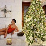 """Georgina Rodriguez hat sich nicht nur für ihren Cristiano Ronaldo in sexy Dessous vor dem Weihnachtsbaum in Szene gesetzt, sondern vor allen Dingen für sich selbst. Auf Instagram schreibt sie: """"Sich selbst zu lieben ist der Beginn einer ewigen Liebesgeschichte""""."""
