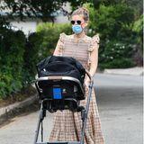 """Kate Mara hat sich für den Nuna """"Mixx next"""" entschieden und schiebt nun freudig ihre kleine Tochter durch die Straßen von L.A."""