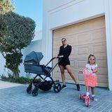 """In ihrer neuen Heimat Dubai posiert Influencerin Sarah Harrison stolz mit ihren Töchtern und dem """"Lime Lifestyle"""" von iCandy."""