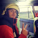 """15. Dezember 2020  Vom Popstar zum Ersthelfer: Joey Heindle hat in Sachen Karriere umgesattelt. Der Ex-DSDS-Teilnehmer macht eine Ausbildung zum Rettungshelfer und ist sogar seit zwei Jahren bei der Freiwilligen Feuerwehr tätig. """"Ich bin froh ein Teil zu sein!! Und zu helfen"""" schreibt er zu diesem Instagram-Schnappschuss."""
