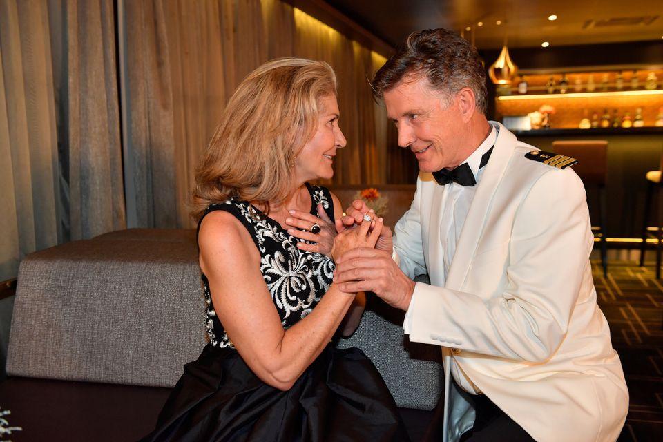 """Nick Wilder und seine Ehefrau Christine Mayn stehen für""""Das Traumschiff: Kapstadt"""" (26. Dezember, 20:15 Uhr, ZDF) gemeinsam vor der Kamera."""