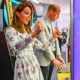 Daumen hoch für diesen sympathischen Auftritt von Herzogin Catherine und Prinz William beim Besuch einer lokalen Spielhalle aufBarry Island.