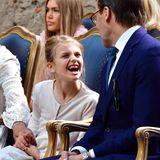 Grrr! Prinzessin Estelle zeigt beim Geburtstagskonzert für ihre Mutter Prinzessin Victoria, dass in ihr eine kleine Wildkatze schlummert. Während des Konzerts präsentiert die 8-Jährige ihrem Vater Prinz Daniel ihr schönstes Löwen-Lächeln.