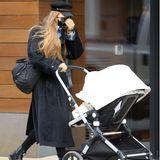Gigi Hadid mit Kinderwagen unterwegs