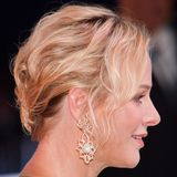 Juli 2019  Dass man auch kurze Haare elegant hochstecken kann, beweistCharlène beim Ball: Ihre Haare sind zu Wellen geformt und hinten zusammengefasst.