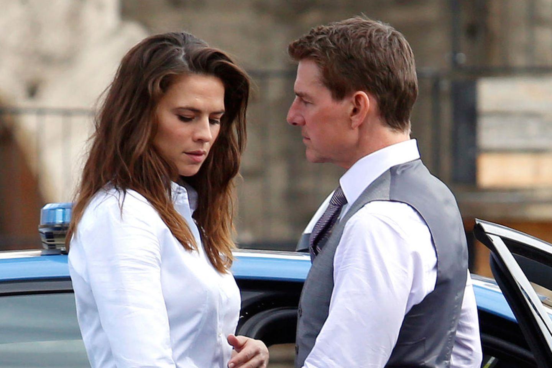"""Hayley Atwell und Tom Cruise bei Dreharbeiten für """"Mission Impossible 7"""""""