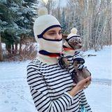14. Dezember 2020  In der winterlichen Landschaft fröstelt es Tallulah Willis anscheinend genauso doll wie ihrem Hündchen. Doch kein Problem! Die Tochter von Bruce Willis und Demi Moore zieht sich und ihrem tierischen Freund einfach eine kuschelige Mütze über den Kopf. Was für ein herrlich verrückter Partnerlook!