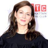 """Für Laura Linney geht es seit """"Tatsächlich Liebe"""" stetig bergauf. Nach drei Oscar-Nominierungen und zwei Golden Globe Awards (unter anderem für die Hauptrolle in der Serie """"The Big C"""") ist sie in Filmen wie """"Inside Wikileaks"""", """"Mr. Holmes"""" und """"Nocturnal Animals"""" zu sehen."""