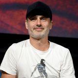 """Danach machte Andrew Lincoln vor allem im Fernsehen Karriere und wurde mit der Hauptrolle Rick Grimes in der Zombie-Serie """"The walking Dead"""" weltweit bekannt."""