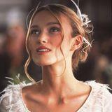 Die Rolle der Juliet, die heiratet und dann feststellt, dass der beste Freund ihres frischgebackenen Ehemannes in sie verliebt ist, stellt die britische Schauspielerin Keira Knightley dar.
