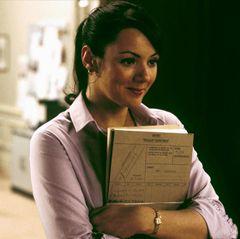 Martine McCutcheonerobert als liebenswerte Hausangestellte Natalie das Herz von David (Hugh Grant).
