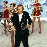 Mit einer Weihnachtssingle möchte der alternde Rockstar Billy Mack nochmal ganz groß rauskommen. Bill Nighy verkörpert die Rolle des grantigen Musikers, der Weihnachten Porno schauend mit seinem Manager verbringt.