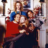 """In """"Schöne Bescherung"""" (Originaltitel: """"Christmas Vacation"""") stolpert """"Clark Griswold"""" (Chevy Chase)1989 zum Leidwesen seiner Familie """"Ellen Griswold"""" (Beverly D'Angelo), Tochter """"Audrey"""" (Juliette Lewis) und Sohn """"Russell"""" (Johnny Galecki) von einer Katastrophe in die nächste."""