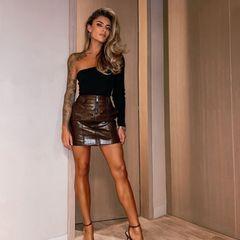 Bei Instagram bringt Sophia Thomalla ihre Fans mal wieder um den Verstand: Im kurzen Ledermini kommen ihre sexy Beine perfekt zur Geltung.