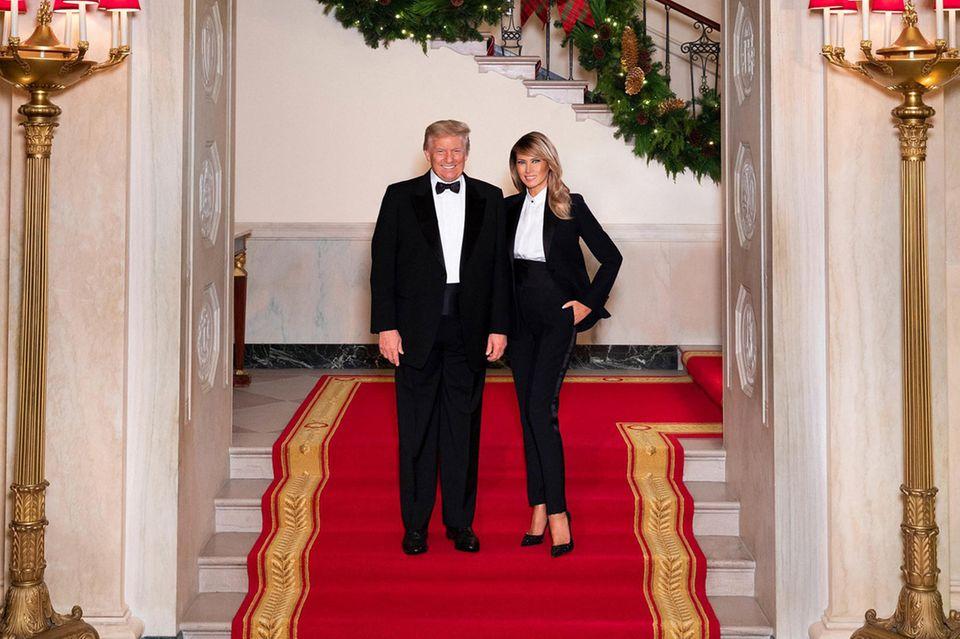 Stylisches Duo: Donald und Melania Trump grüßen zu Weihnachten.
