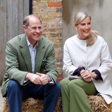 Prinz Edward und Gräfin Sophie beim Besuch der Vauxhall City Farm am 1. Oktober 2020 in London. Ein Foto des Termins schaffte es auf die Weihnachtskarte derRoyals.