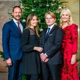 21. Dezember 2020  Da sind sie, die offiziellen Weihnachtsbilder der norwegischen Royals! Prinz Haakon, und Prinzessin Mette-Marit posieren mit ihren Kindern Ingrind Alexandra und Sverre Magnusgut gelaunt vor dem Weihnachtsbaum in der Schlosskapelle.