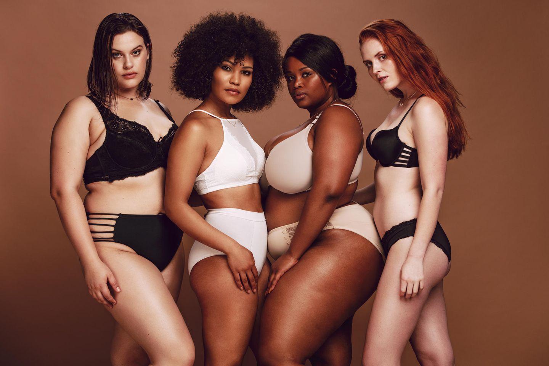 Bauchweg-Hosen, Shapewear, Frauen in figurformender Unterwäsche