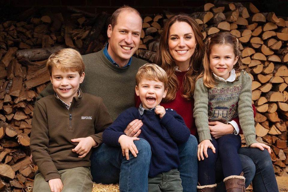 Prinz George, Prinz William, Prinz Louis, Herzogin Catherine und Prinzessin Charlotte