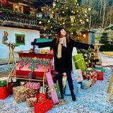 Was für ein traumhaftes Weihnachtswunderland, in dem sich Simone Thomalla da aufhält. Doch das Foto der Schauspielerin ist nicht aktuell. Sie muss die Festtage in Berlin verbringen. Ihr Partner, Handballprofi Silvio Heinevetter, ist an Corona erkrankt.
