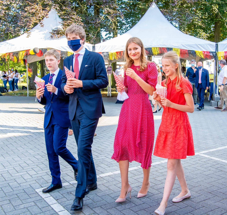 21. Juli 2020  Am belgischen Nationalfeiertag sehen Prinzessin Elisabeth von Belgien, Prinzessin Eléonore und ihre Brüder Prinz Emmanuel und Prinz Gabriel einfach entzückend aus.
