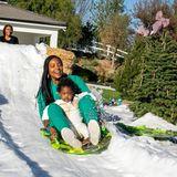 Während Schauspielerin Gabrielle Union beim Schlittenfahren einen Riesenspaß hat, kommt ihrer süßen 2-jährigen Tochter Kaavia die rasante Fahrt ganz und garnicht geheuer vor.