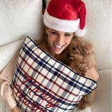 Weihnachtszeit ist Kuschelzeit! Das gilt selbstverständlich auch für Michelle Hunziker und Mini-Pudel Lilly. Oder ist es Leone?