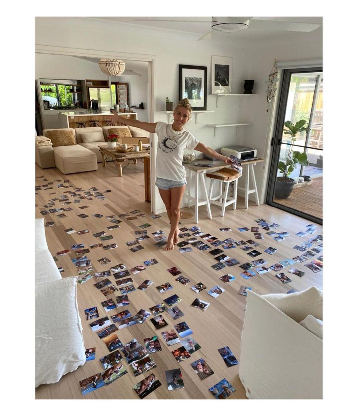 Elsa Pataky und Chris Hemsworth halten ihr Privatleben gerne für sich, einen kurzen Blick hinter die Kulissen und hinein in das stylische zu Hause der Familie gewährt die sympathische Schauspielerin dann doch. Beim Sortieren der Bilder gewährtElsa Pataky einen freizügigen Blick in ihr Wohnzimmer. Helle Möbel und viel Licht lassen das Zimmer modern und gemütlich zugleich wirken.