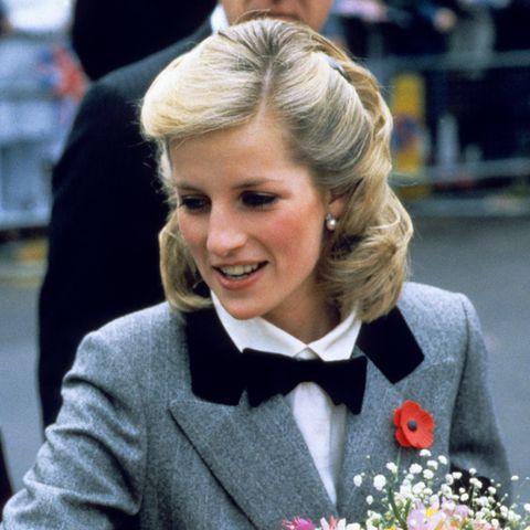 Prinzessin Diana präsentiert im November 1984 bei einem Auftritt in London eine Frisur mit Seltenheitswert.