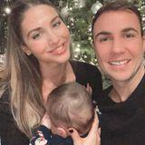 Ann-Kathrin und Mario Götze feiern mit Baby Rome sein erstes Weihnachtsfest.