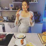 Würstchen und Kartoffelsalat, bei vielen mittlerweile ein klassisches Weihnachtsmenü. Nina Bott versieht dieses Foto jedoch mit dem Hashtag #kleinevorspeise.