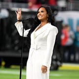 Demi Lovato gehört zu den Stars, die sich schon lange für Body Positivity und Selbstliebe einsetzen. Sie selbst spricht auf ihrem Instagram-Account offen über ihre Essstörung und wie sie es schafft, sich selbst und ihren Körper zu akzeptieren. Und zwar so ...