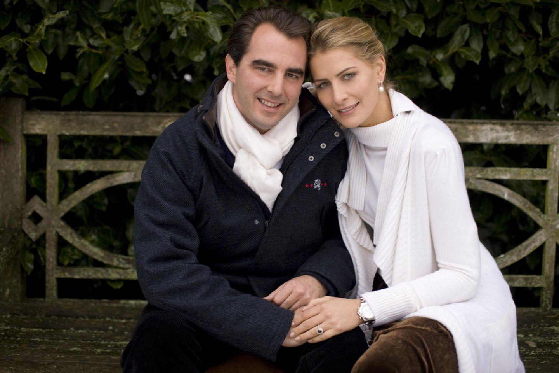28. Dezember 2009: Prinz Nikolaos von Griechenland und Tatiana Ellinka Blatnik  Prinz Nikolaos gibt seine Verlobung mit Prinzessin Tatiana bekannt. Am 25. August 2010 folgt dann die Hochzeit in der orthodoxen Kirche St. Nicholas auf der griechischen Insel Spetses.