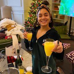 Vanessa Hudgens stößt auf die kommenden Tage an, bevor das neue Jahr beginnt.