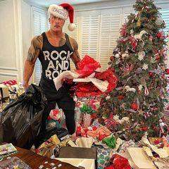 """Der Rest vom Fest: Das hat sich Dwayne """"The Rock"""" Johnson sicherlich auch anders vorgestellt. Aber wo es viele Geschenke gibt, gibt es auch viel Müll, der wieder entsorgt werden muss."""