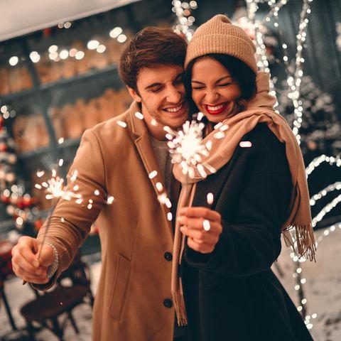 Sternzeichen, die sich vor Silvester noch verlieben
