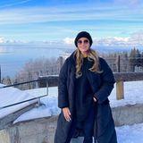 Sonst auf Fotos gerne mit weniger Kleidung zu sehen, zeigt sich Sophia Thomalla vor dieser wunderschönen Schneelandschaft natürlich in einem wärmeren Outfit.
