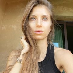 """""""Manchmal brauche ich einfach Zeit und sonst nichts ... #nomakeup"""", schreibt Cathy Hummels zu diesem verträumten Selfie, das sie bei Instagram postete. Und wir können nur zustimmen: So umwerfend die Moderatorin mit aufwendigem Glam-Make-up auch aussieht, so kann sie sich definitiv ebenso ganz natürlich sehen lassen. We love!"""