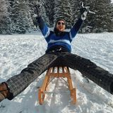 Volle Fahrt voraus. Riccardo Simonetti genießt den ersten Schnee bei einer Schlittenfahrt.