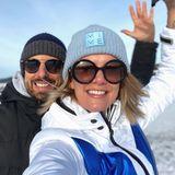 """Ein Hoch auf das wunderschöne Winterwetter! Model Monica Ivancan und Ehemann Christian Meier freuen sich bei ihrer """"Morgenrunde"""" trotz jeder Menge """"Neuschnee"""" über wärmende Sonnenstrahlen."""