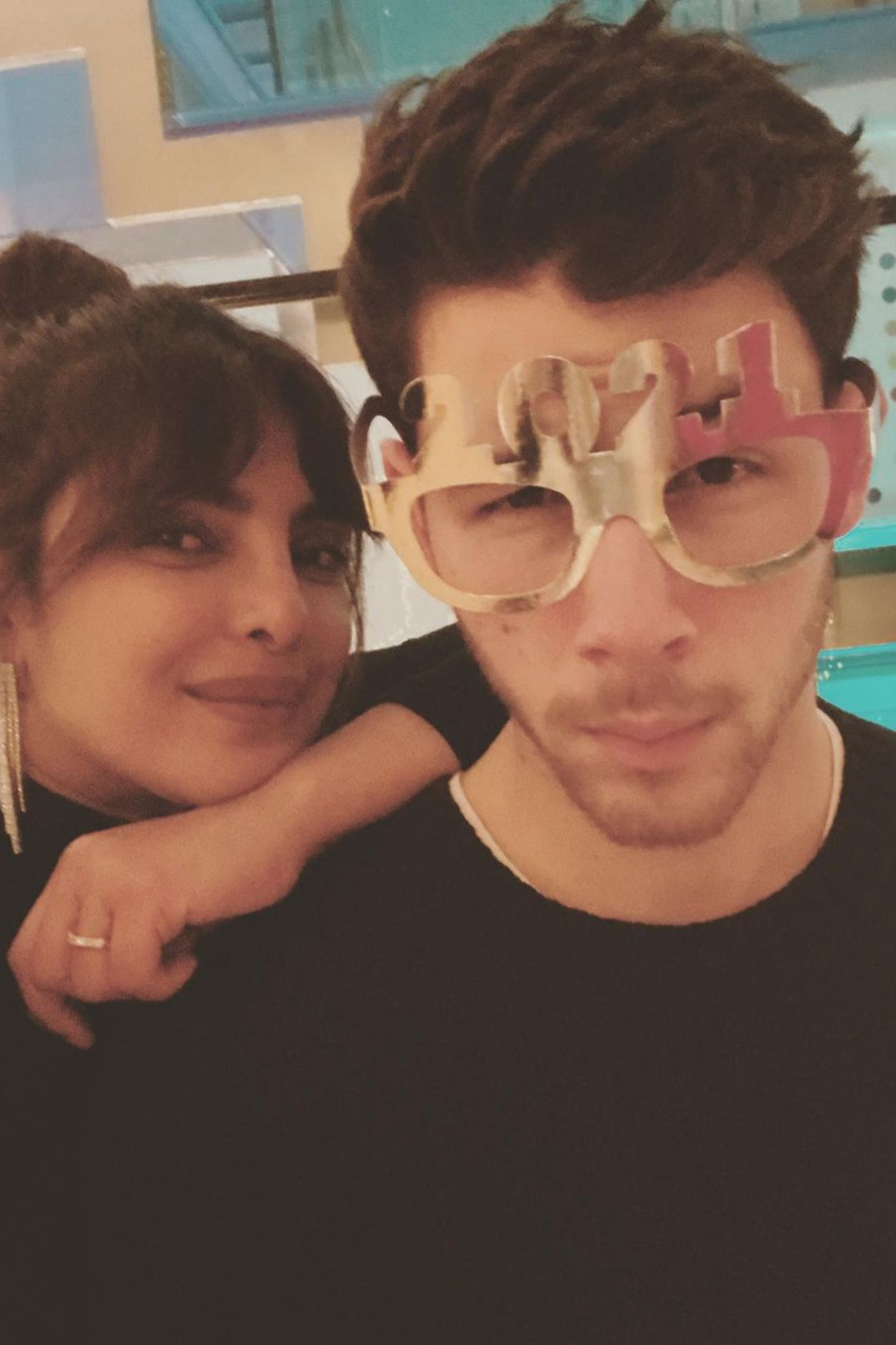 """Auch Priyanka Chopra und Nick Jonas senden Neujahrsgrüße via Instagram: """"Die Zukunft sieht gut aus! Frohes neues Jahr aus London allerseits!"""""""