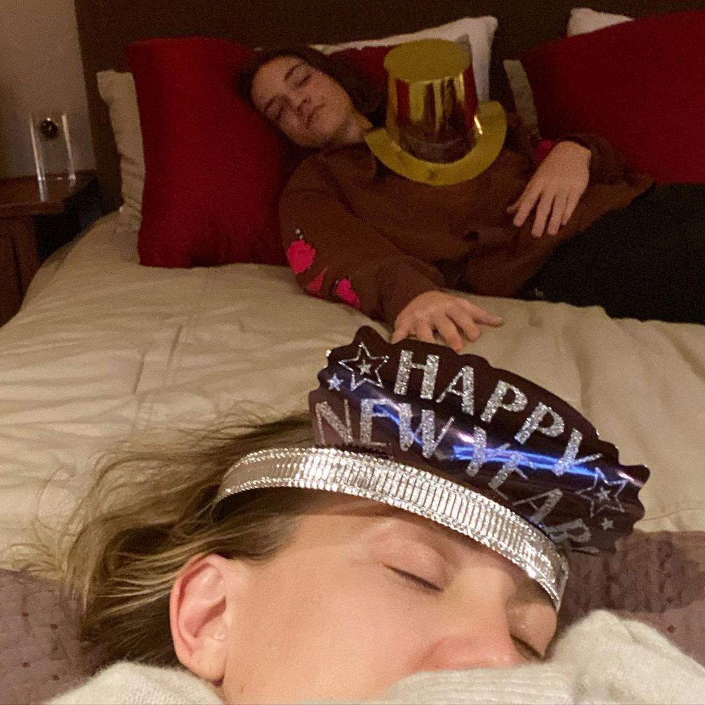 Kate Hudson und Sohn Ryder wünsche ein frohes und gesundes neues Jahr, auch wenn sie es vielleicht nicht bis Mitternacht ausgehalten haben.
