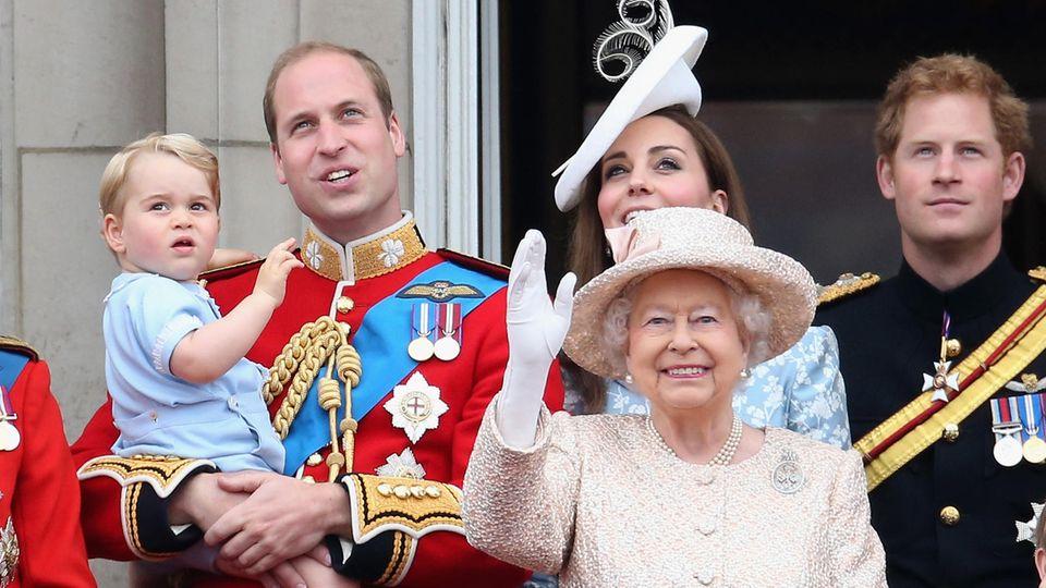Queen Elizabeth, Prinz William, Herzogin Catherine, Prinz Harry