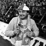 """3. Januar 2021:Gerry Marsden (78 Jahre)  Nicht nur Fußball-, sondern auch Musikfans trauern um Gerry Marsden. Mit seiner Band Gerry and the Pacemakers feierte er in den 1960ern große Erfolge, sein Cover des Musical-Hits """"You'll Never Walk Alone"""" wurde als Hymne des FC Liverpool und später auch von vielen anderen Fußballclubs weltberühmt. Er starb bei Liverpool an Komplikationen am Herzen."""