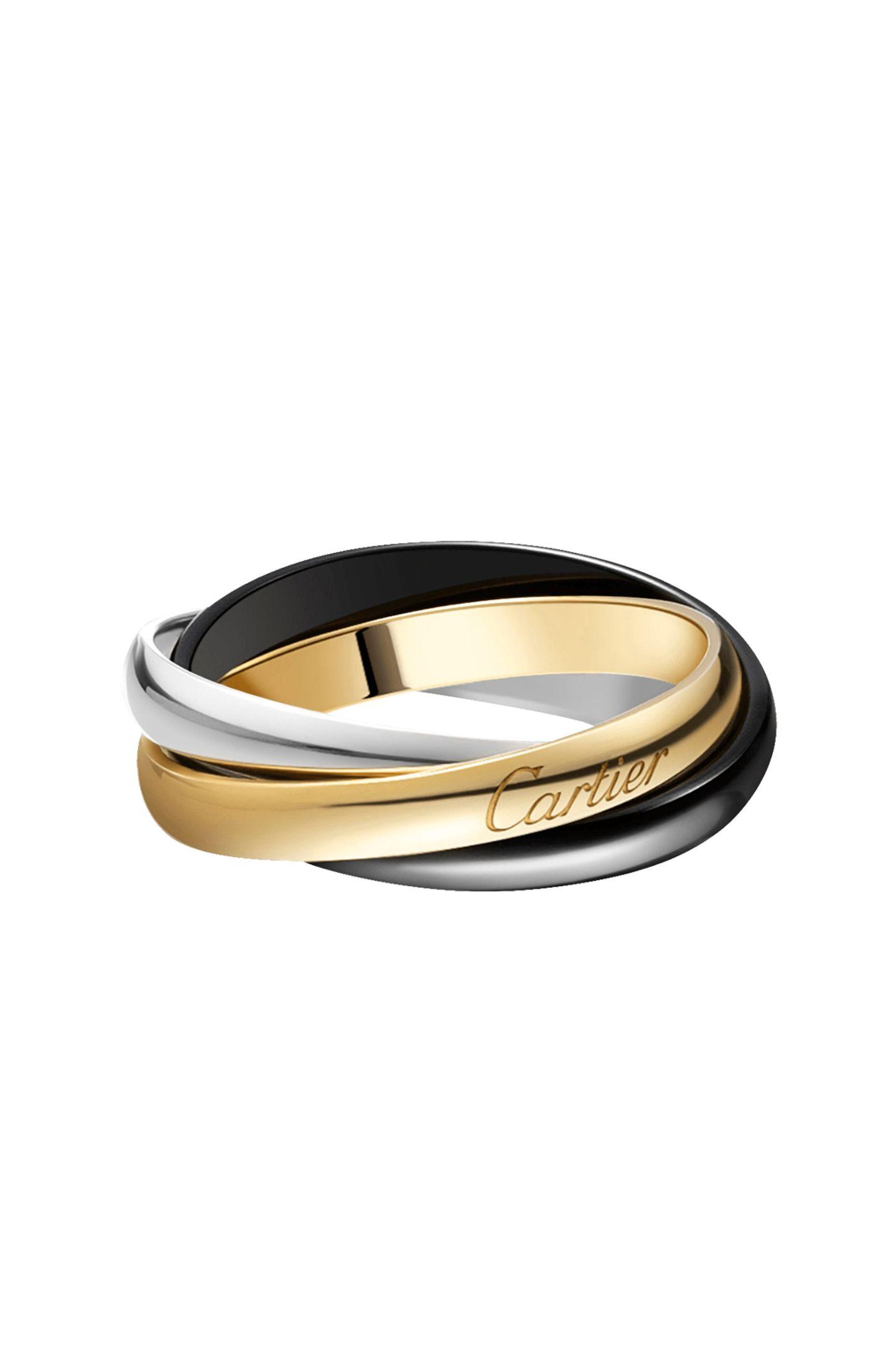 Klassiker reloadedKaum ein anderer Ring ist so ikonisch wie der Trinity Ring. In einer neuen Limited Edition wurde Roségold durch schwarze Keramik ersetzt und der Klassiker so modern und stilvoll neuinterpretiert. Von Cartier, ca. 960Euro (erhältlich ab Mitte Januar 2021)