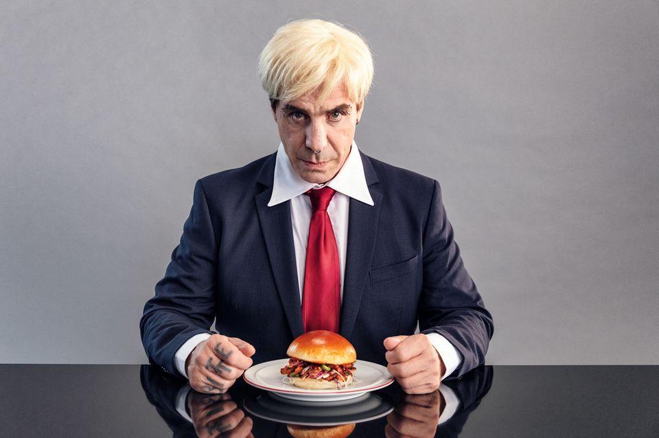 "Till Lindemann im Food-Performance-Film im Zuge des ""Veganuary"""