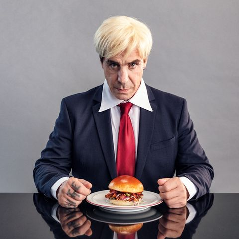 "Till Lindemann im Food-Performance-Film im Zuge des ""Veganuary"""