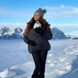 In den letzten Jahren ging es für Barbara Meier und Klemens Hallmann über Silvester in die Sonne. In diesem Jahr lassen sie Töchterchen Marie-Therese ihren ersten Schnee und schöne Spaziergänge in der Natur erleben. Kein Wunder, dass dabei so idyllische Bilder wie dieses entstehen.