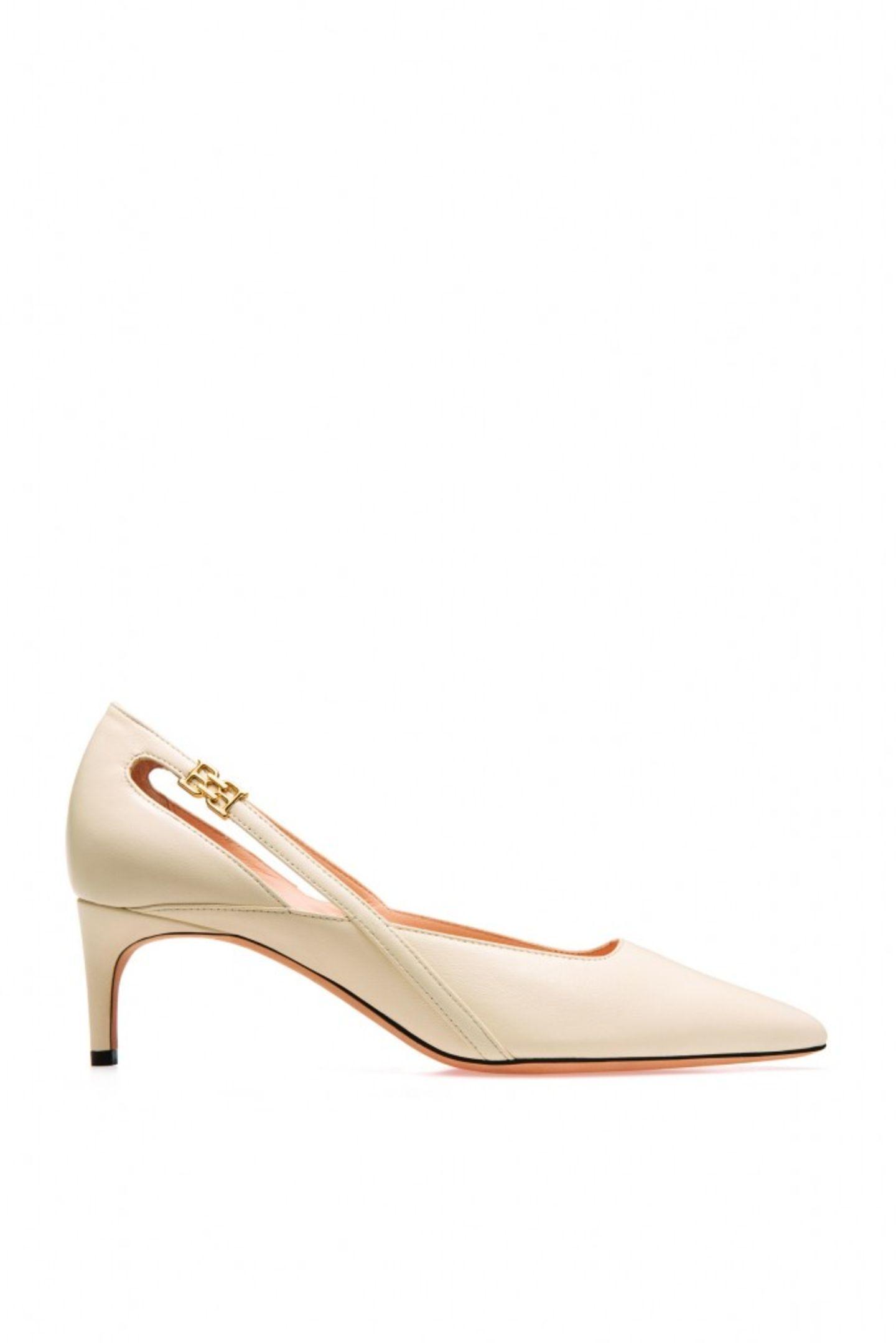 """Einer für immerMittelhoher Absatz, ultra-elegante Form und eine neutrale Farbe, die zu jedem Outfit passt – dieser Schuh ist ein luxuriöser Evergreen, der niemals aus der Mode kommt! """"Elsa"""" von Bally, ca. 395 Euro"""